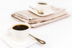 Tidning och kaffe Royaltyfria Foton