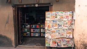 Tidningen shoppar i Stonetown, Zanzibar royaltyfri fotografi