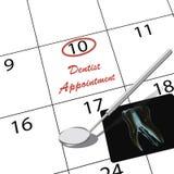 Tidsbeställning till tandläkaren Fotografering för Bildbyråer