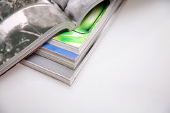 tidskrifter öppnar Royaltyfria Bilder