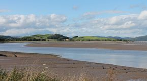 Tidvattens- bred flodmynning England Cumbria Royaltyfria Bilder
