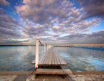 Tidvattens- pöl på soluppgång Royaltyfria Bilder