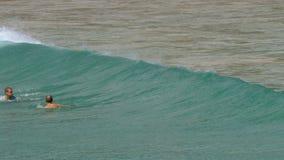 Tidvattens- vågor på Phuket stock video