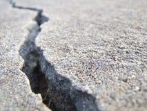 Tief gebrochener gebrochener Beton Stockbild