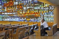 Tief im Gebet Stockfotos