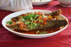 Tiefe Fische Fried Striped mit Paprikabonbonsoße Stockbild