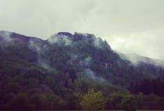 Tiefe Wolke auf schottischen Hügeln lizenzfreie stockbilder