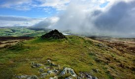 Tiefe Wolken über dem Bassenthwaite-Tal Lizenzfreies Stockfoto