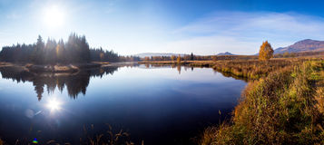 Tiefer blauer See Stockfoto