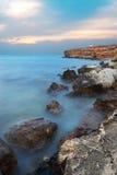 Tiefer blauer Sturm auf dem Meer. Lizenzfreies Stockbild