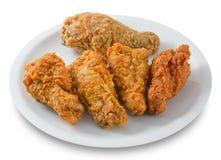 Tiefer Fried Chicken Wings auf einem weißen Teller Stockfotos