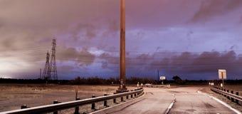 Tiefer Süden-Gewitter-Blitzschlag über Straßen-elektrischem St. Stockfotografie