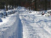 Tiefer Schnee auf den Straßenseiten Lizenzfreies Stockfoto