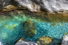 Tiefer transparenter Fluss in sapadere Schlucht Lizenzfreie Stockfotografie