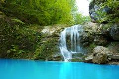 Tiefer Waldwasserfall Lizenzfreie Stockfotos