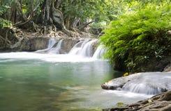 Tiefer Waldwasserfall in Saraburi, Thailand Lizenzfreies Stockfoto