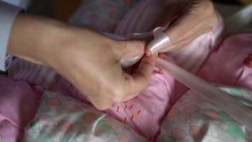 Tieing koronka i kocowania dziecka koc zdjęcie wideo