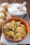 Tiella de patatas, del arroz y de mejillones. Imagen de archivo