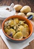 Tiella des pommes de terre, du riz et des moules. Image stock