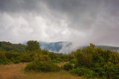 Tiempo cambiante en la meseta de la montaña Fotos de archivo libres de regalías