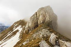 Tiempo cambiante en las montañas fotografía de archivo libre de regalías