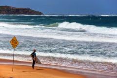 Tiempo de decisión para una persona que practica surf de Sydney Imagen de archivo libre de regalías