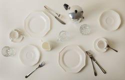 Tiempo de desayuno Ajuste de la tabla para la loza del brearfast, placas, c imágenes de archivo libres de regalías