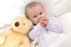Tiempo de la cama de bebé Fotos de archivo libres de regalías