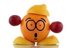 Tiempo de la dieta. Carácter divertido de la fruta. Fotografía de archivo libre de regalías
