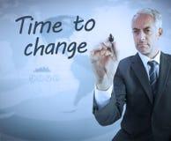 Tiempo de la escritura del hombre de negocios para cambiar Foto de archivo