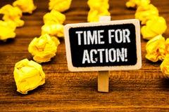 Tiempo de la escritura del texto de la escritura para la llamada de motivación de la acción Texto blanco b del trabajo del desafí Fotografía de archivo libre de regalías