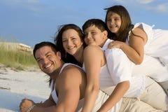 Tiempo de la familia en una playa Fotografía de archivo libre de regalías