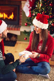 Tiempo de la Navidad con el donante de los regalos Imagen de archivo libre de regalías