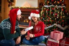 Tiempo de la Navidad con los regalos Foto de archivo