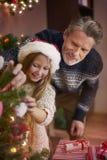 Tiempo de la Navidad para la familia feliz Fotos de archivo libres de regalías