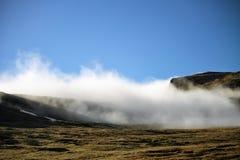 Tiempo de la niebla y del cielo azul Faroe Island, Dinamarca, Europa Foto de archivo