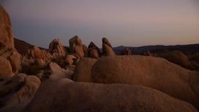 Tiempo de la puesta del sol en Joshua Tree National Park almacen de video