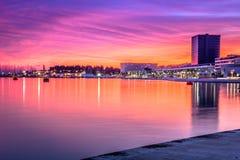Tiempo de la puesta del sol en la fractura, Croacia Imagen de archivo libre de regalías