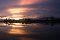 Tiempo de la tarde en el campo del arroz en Tailandia Fotografía de archivo