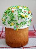 Tiempo de la torta de Pascua para celebrar el día de fiesta de la primavera y del calor Foto de archivo