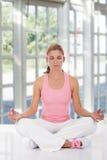 Tiempo de la yoga Fotos de archivo