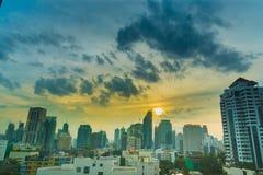 Tiempo de mañana de la sol de la ciudad de Bangkok Imagen de archivo