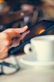 Tiempo de reclinación en café Imagen de archivo