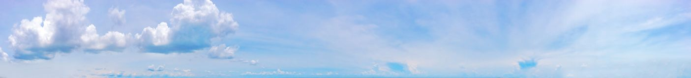 Tiempo de verano, cielo claro, cielo azul, cloudscape, cielo hermoso del verano, cielo de Tailandia Imagen de archivo