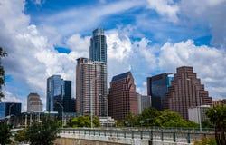 Tiempo de verano perfecto de la perfección de la tarde de Austin Tejas de la opinión del verano Bliss Downtown Skyline Cityscape Foto de archivo libre de regalías