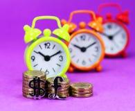 Tiempo del dinero en circulación Imagen de archivo libre de regalías