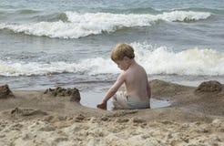 Tiempo del juego de piscina de la marea Fotos de archivo libres de regalías