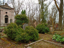 Tiempo del otoño en el cementerio judío abandonado y registrado viejo Imágenes de archivo libres de regalías