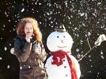 Tiempo del té con un muñeco de nieve Imagen de archivo libre de regalías