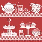 Tiempo del té con rojo y blanco del comida para comer con los dedos Imagen de archivo libre de regalías